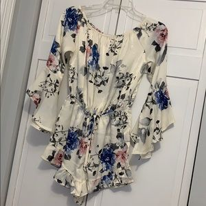 Off-the-shoulder silky playsuit🌸